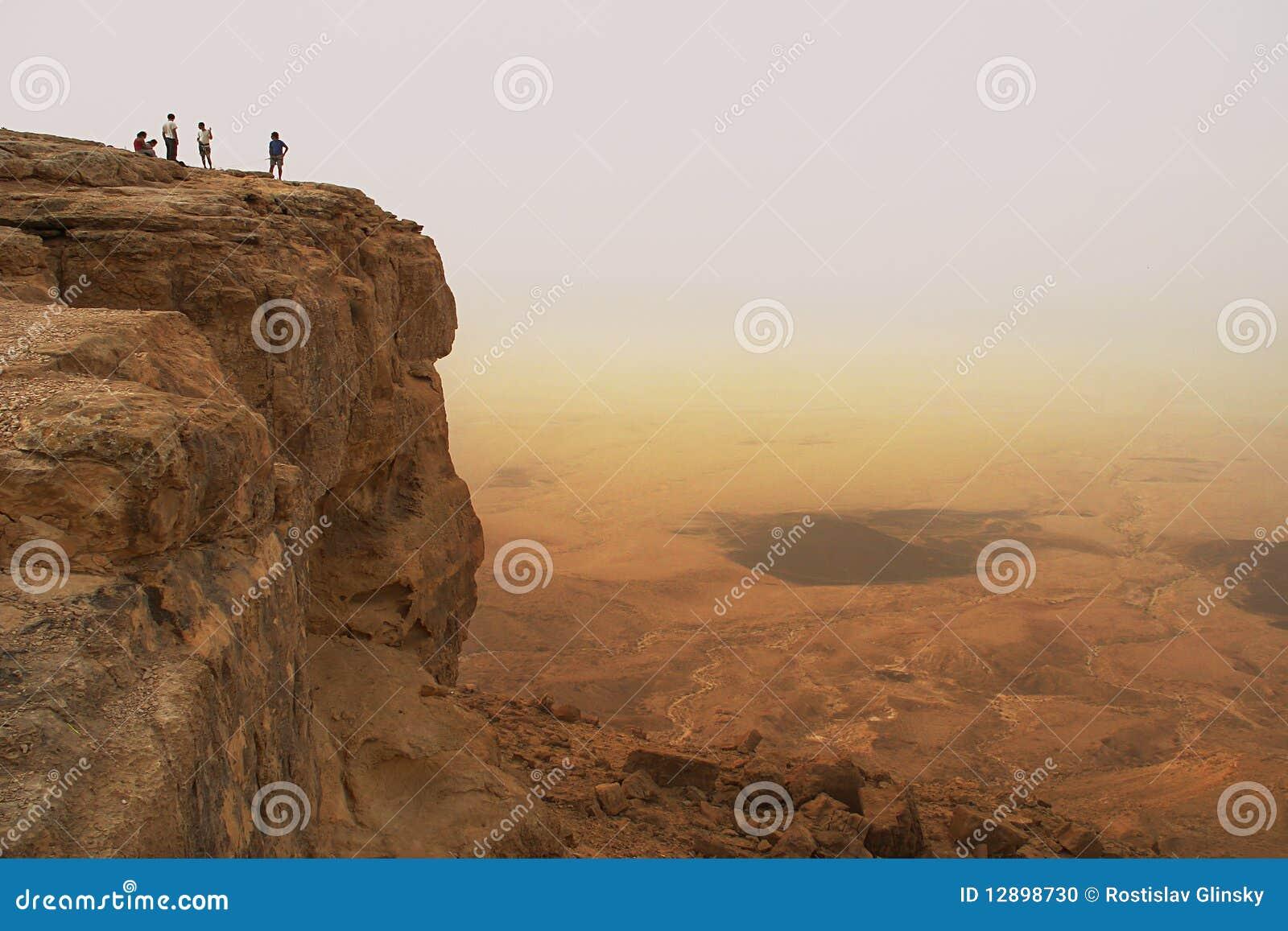 Falaise au-dessus du cratère de Ramon.