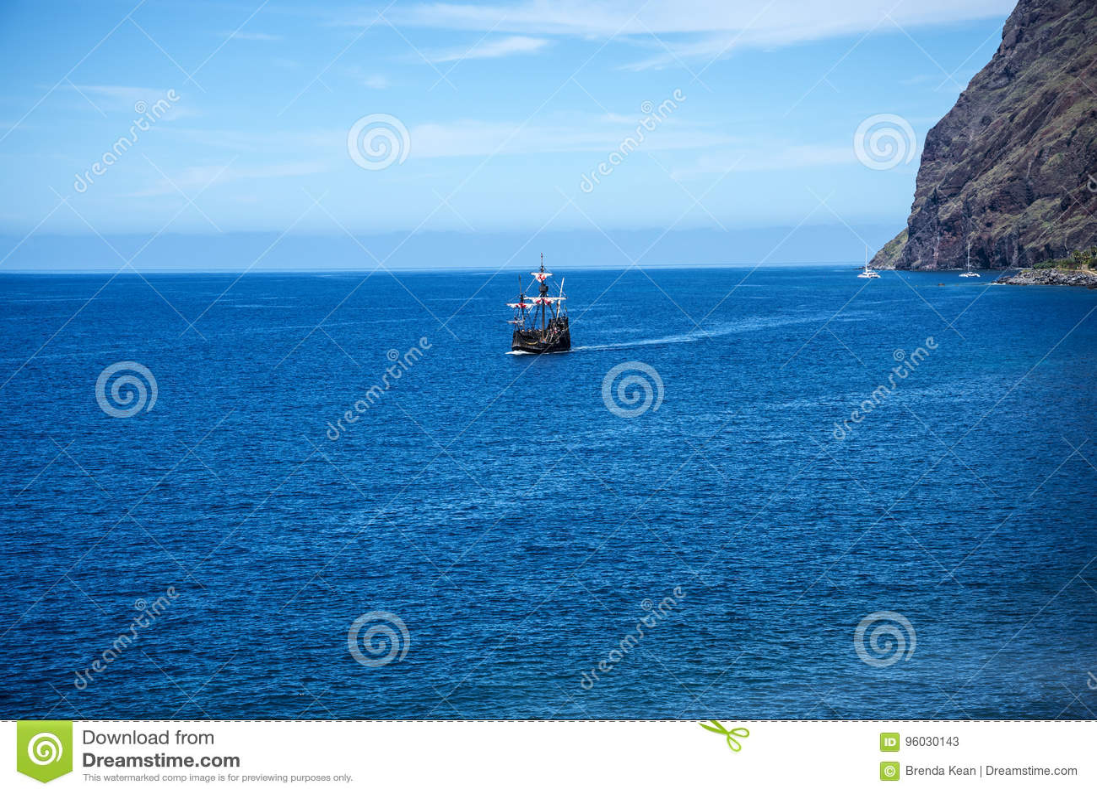 Falezy w Camara De Lobos są wioską rybacką blisko miasta Funchal i niektóre wysokie falezy w świacie