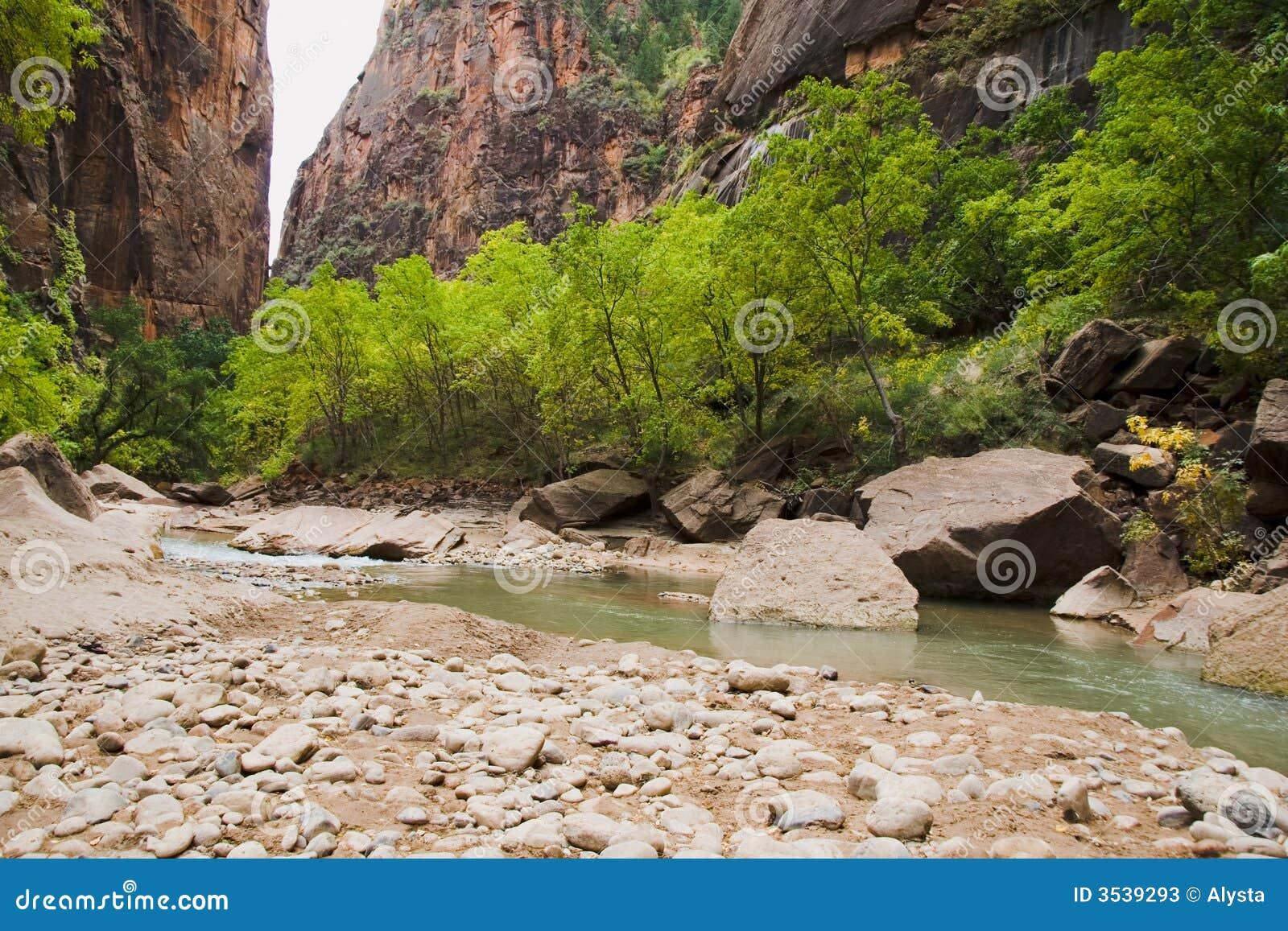 Fall River stöttar oskuld