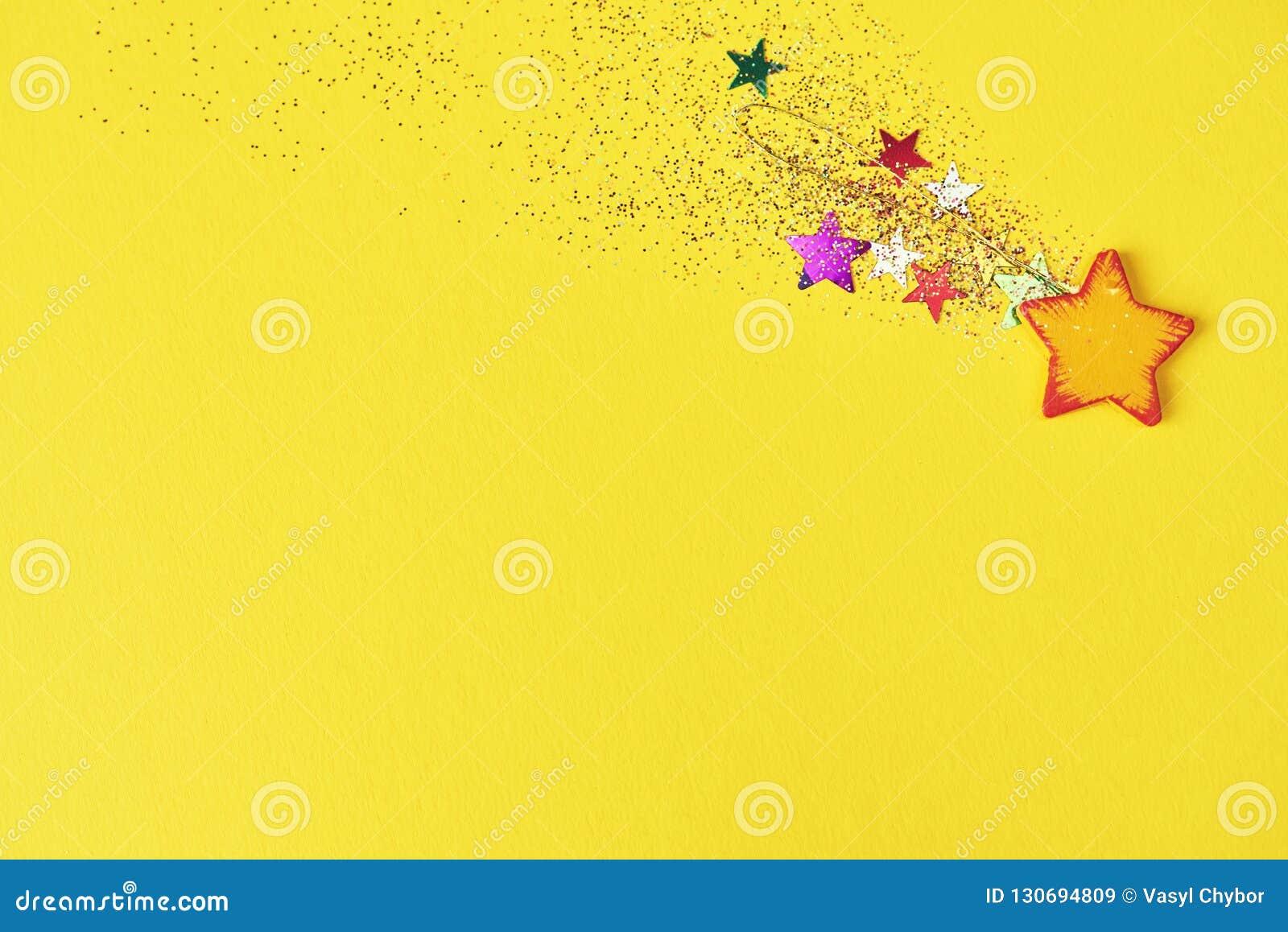 Fallande stjärna för jul på gul bakgrund Designmodell