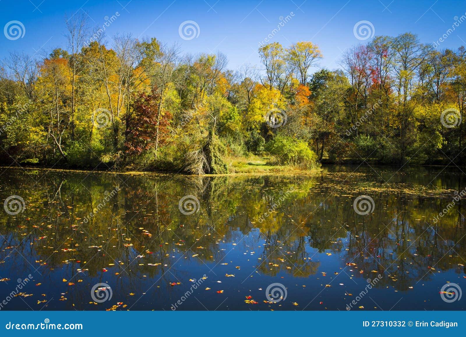 Fallreflexioner på Delaware och den Raritan kanalen