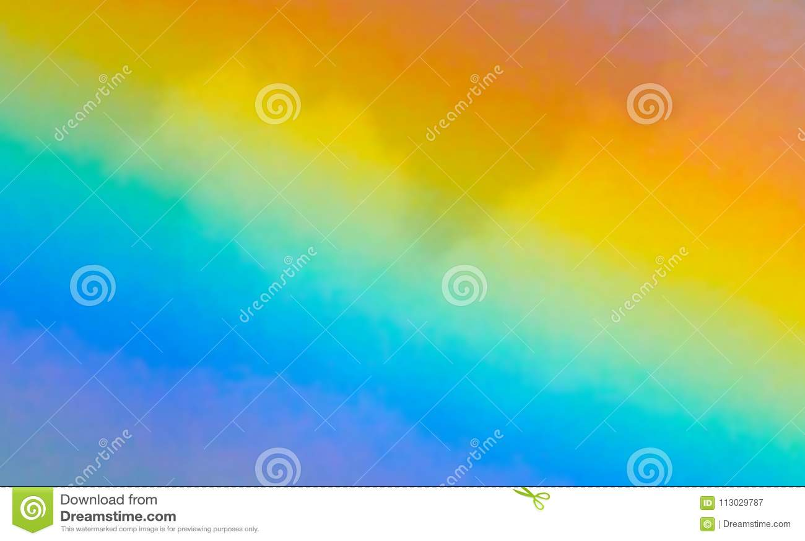 Falta de definición del arco iris contra fondo de la nube