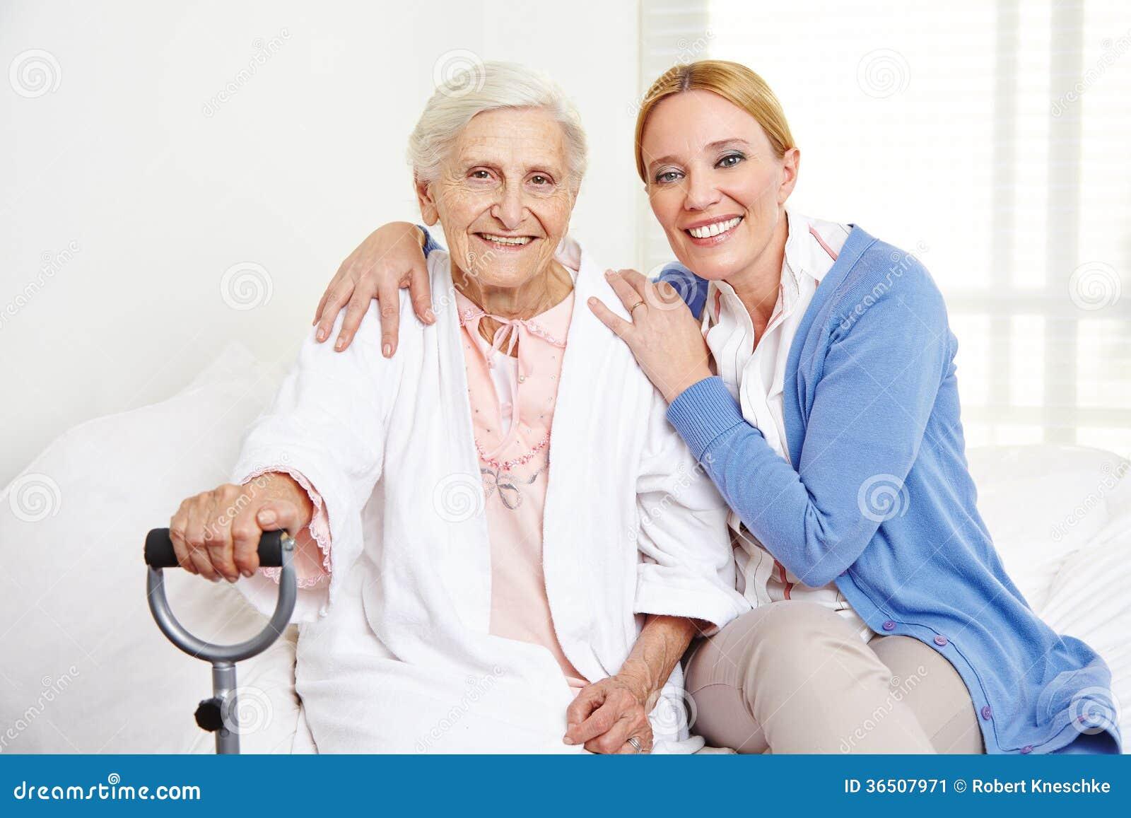 Família com mulher superior em casa