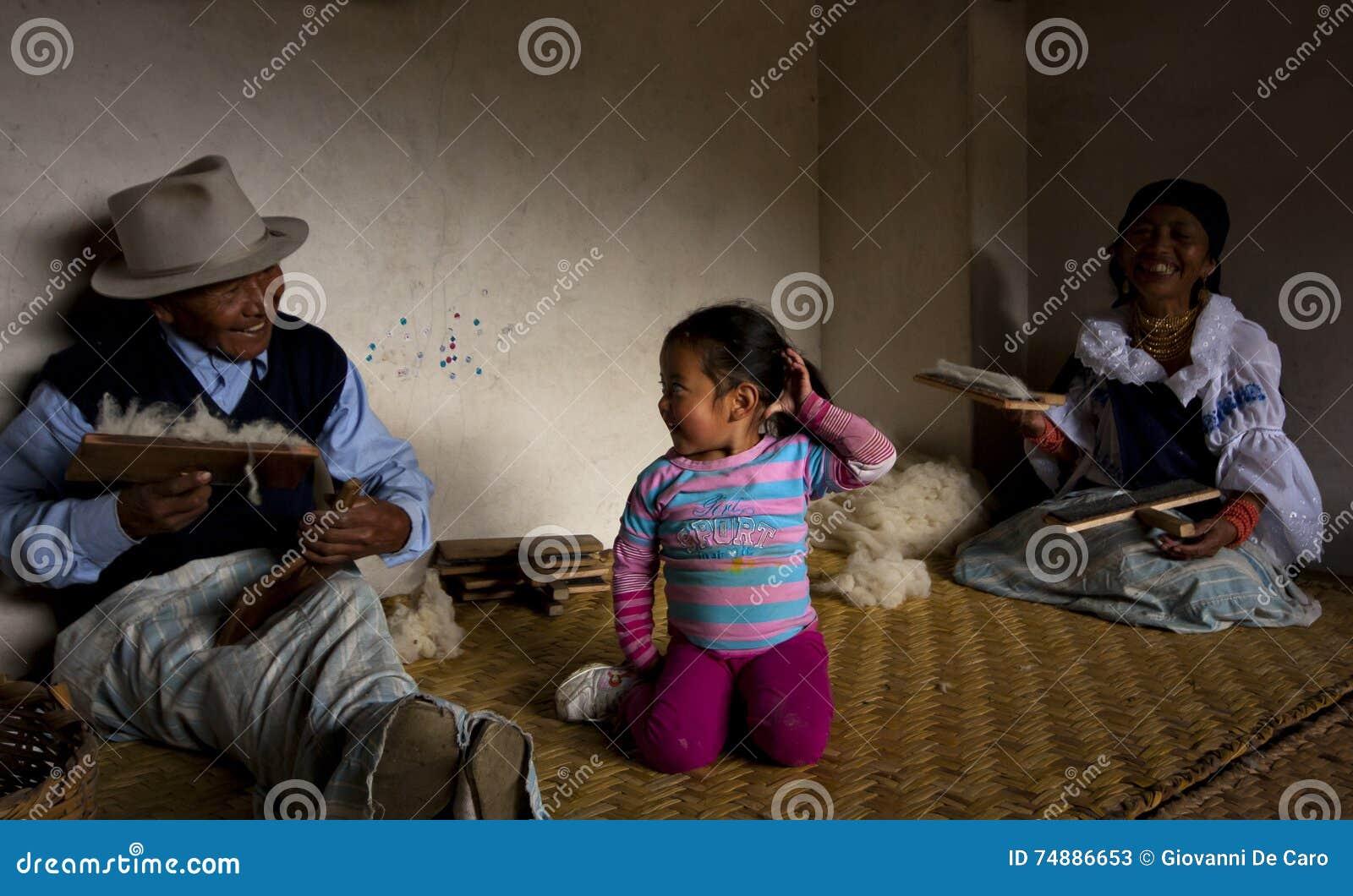 Família de trabalhadores de lãs, Otavalo, Equador