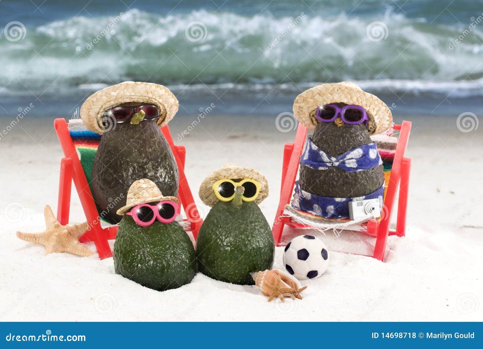 Família do abacate na praia