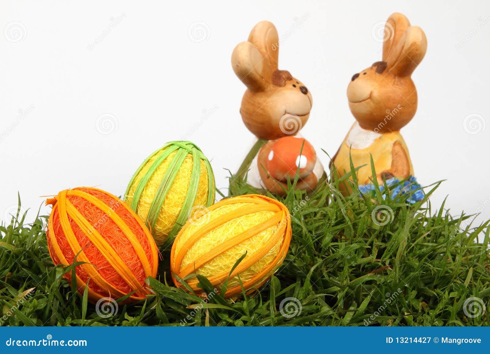 Família e ovos do coelho de Easter