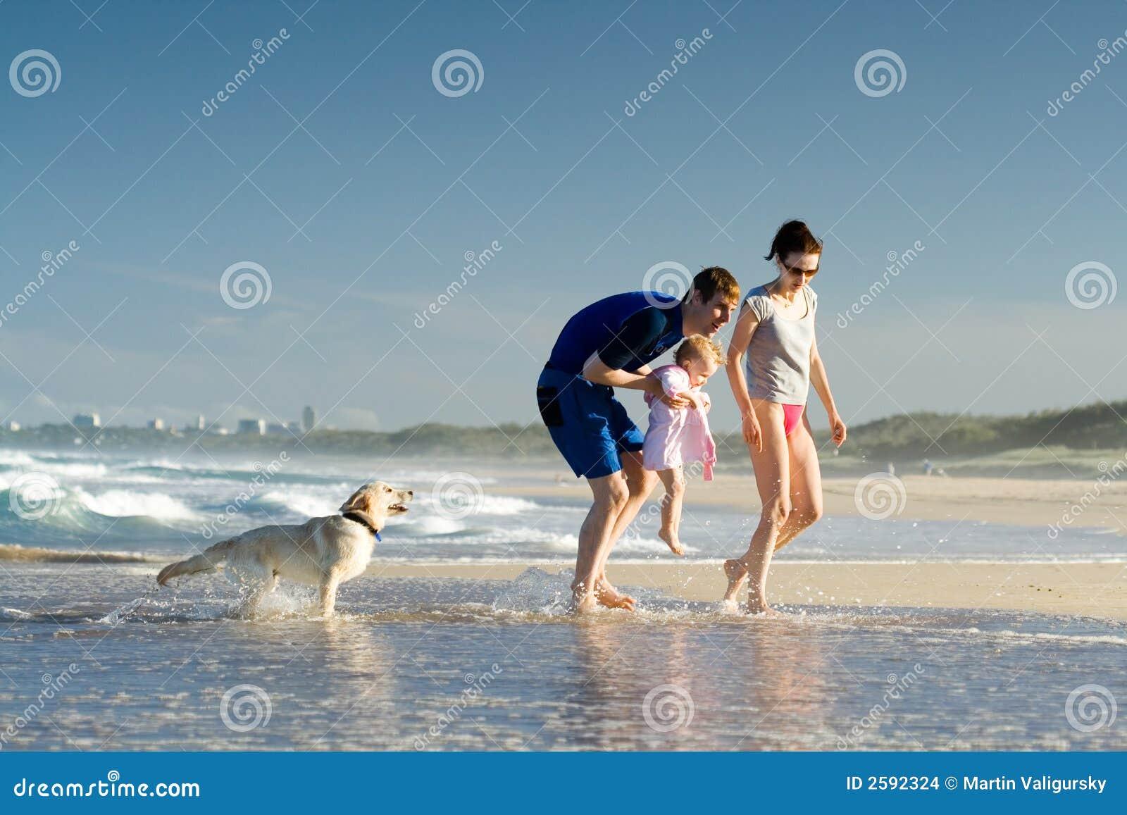Família em um feriado da praia