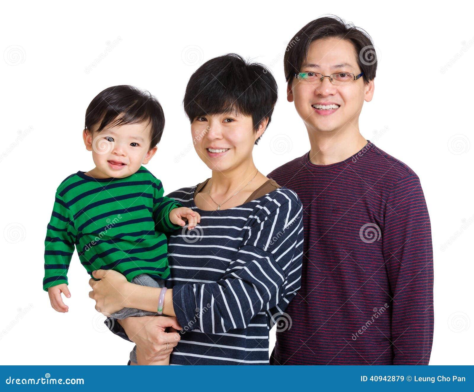 Família feliz de Ásia com bebê