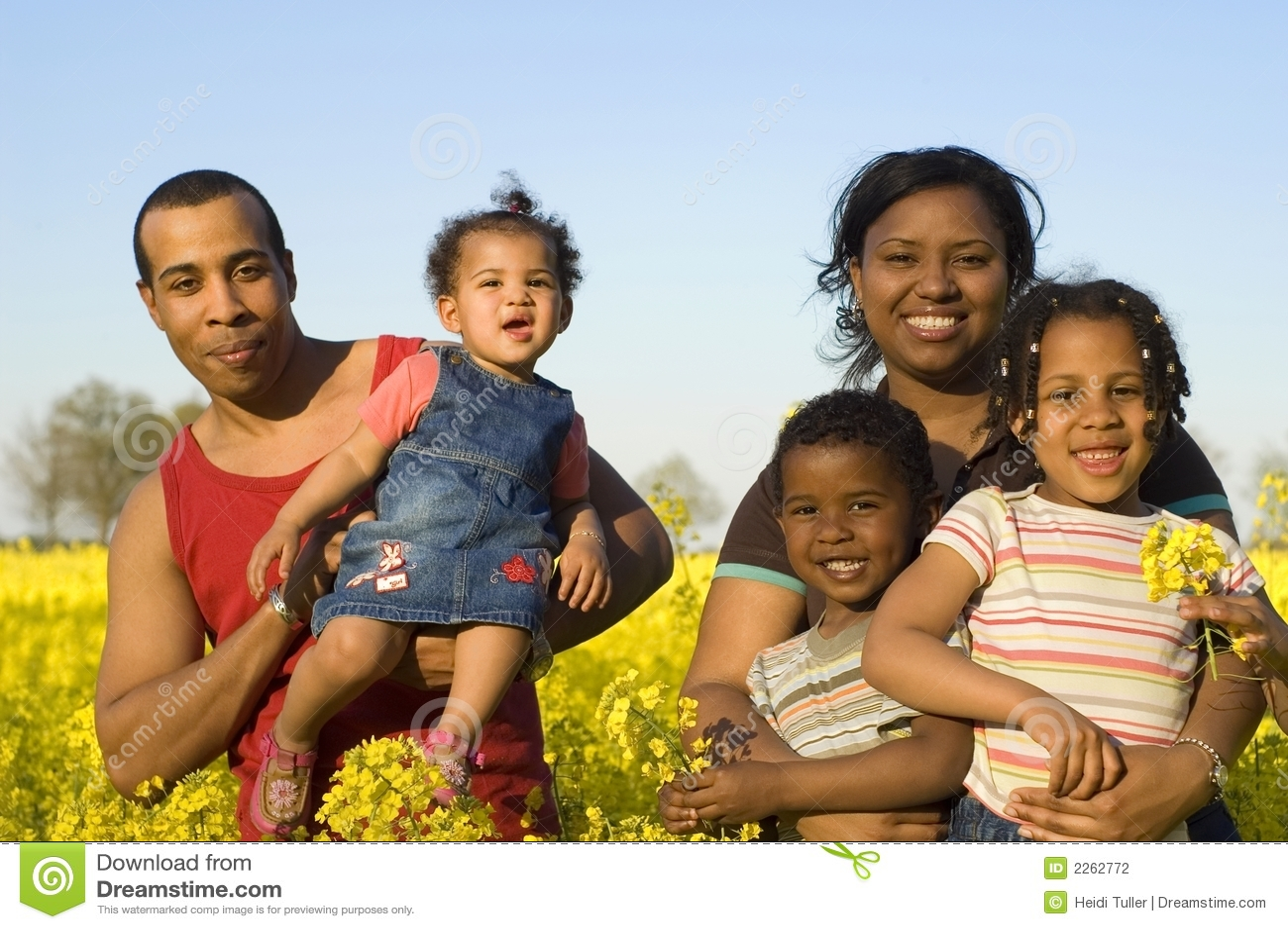 Família feliz do americano africano