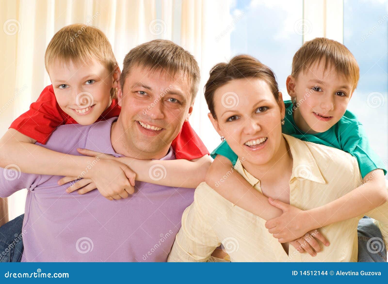 Família feliz quatro