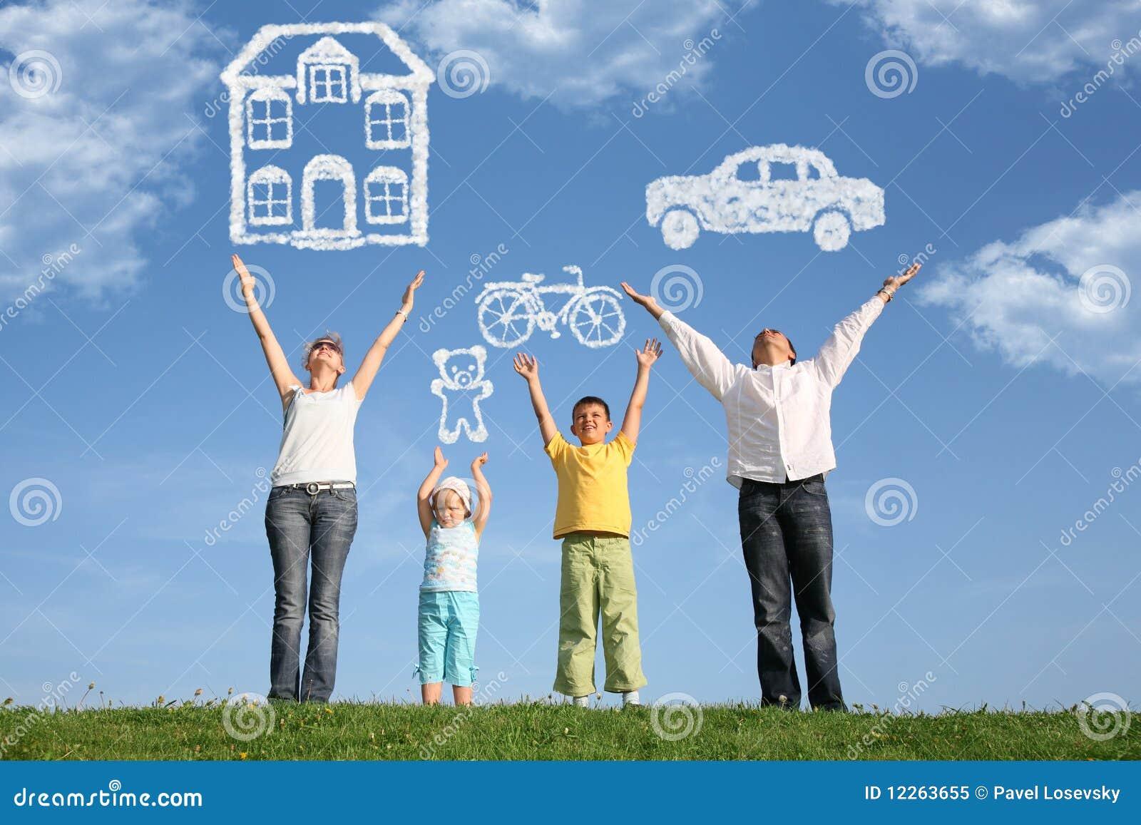 A família na grama com mãos levanta e sonha, colagem