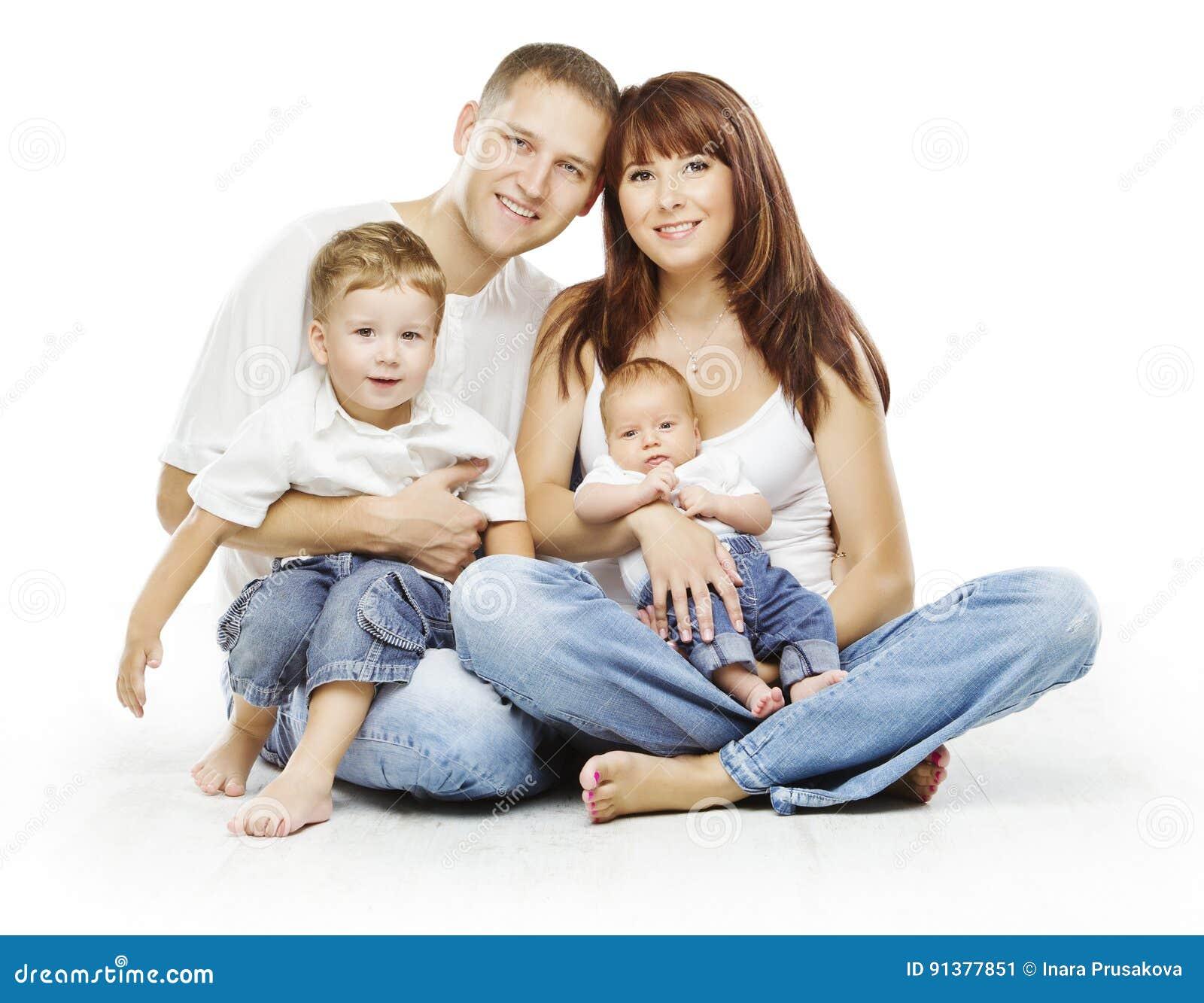 Família no fundo branco, pessoa quatro pessoas, pais das crianças