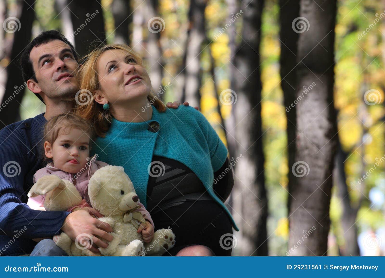 Download Família no parque imagem de stock. Imagem de lifestyles - 29231561