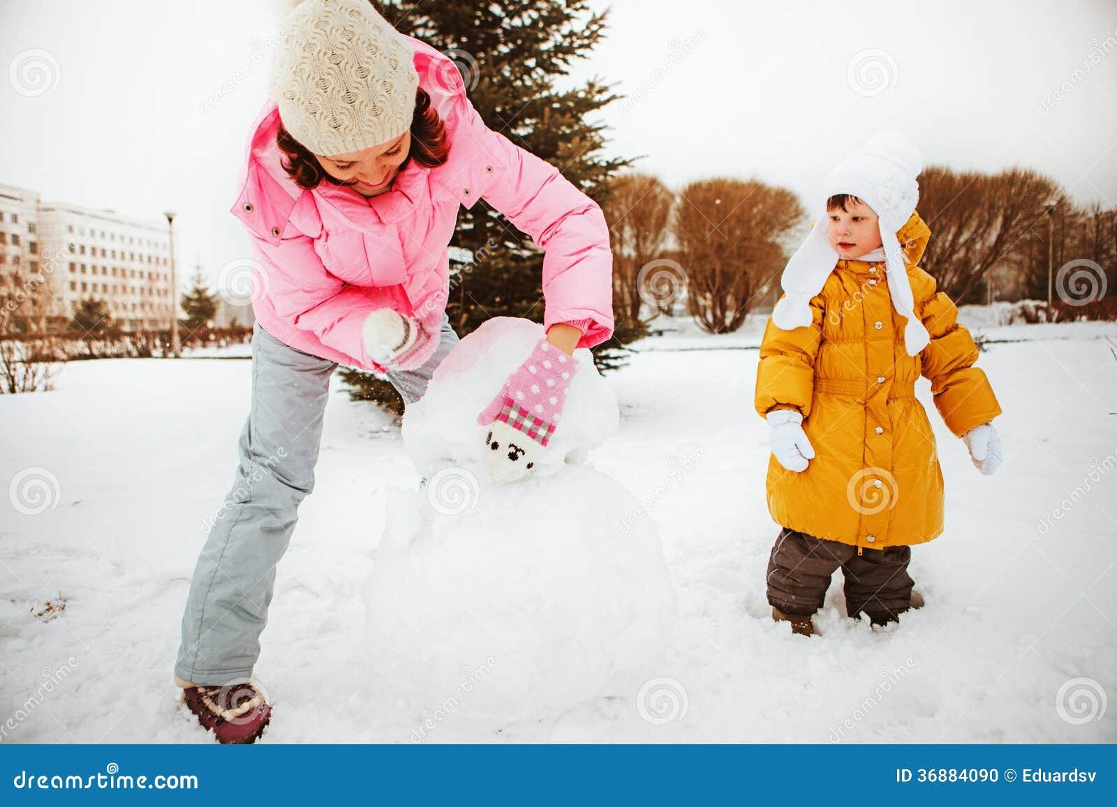 Download Famiglia. fotografia stock. Immagine di bambino, snowman - 36884090