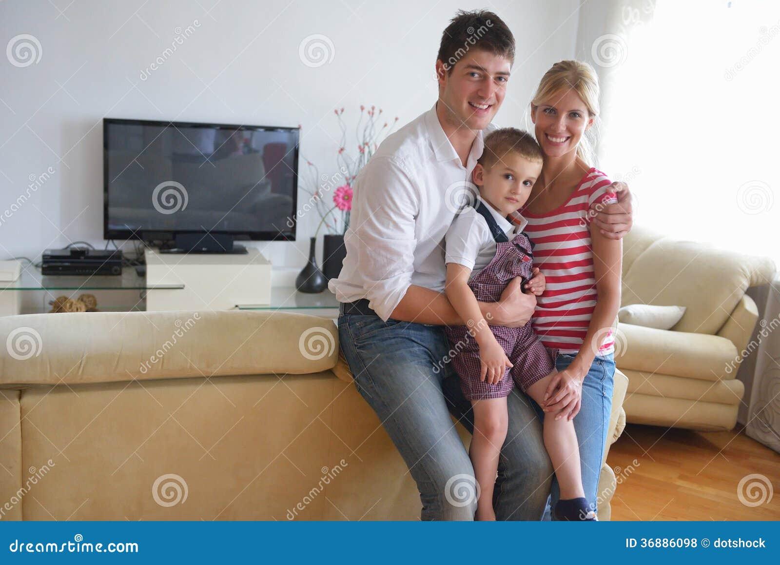 Download Famiglia a casa fotografia stock. Immagine di lusso, marito - 36886098