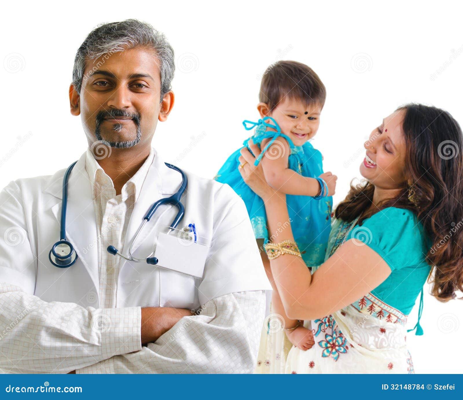Famiglia indiana del paziente e di medico