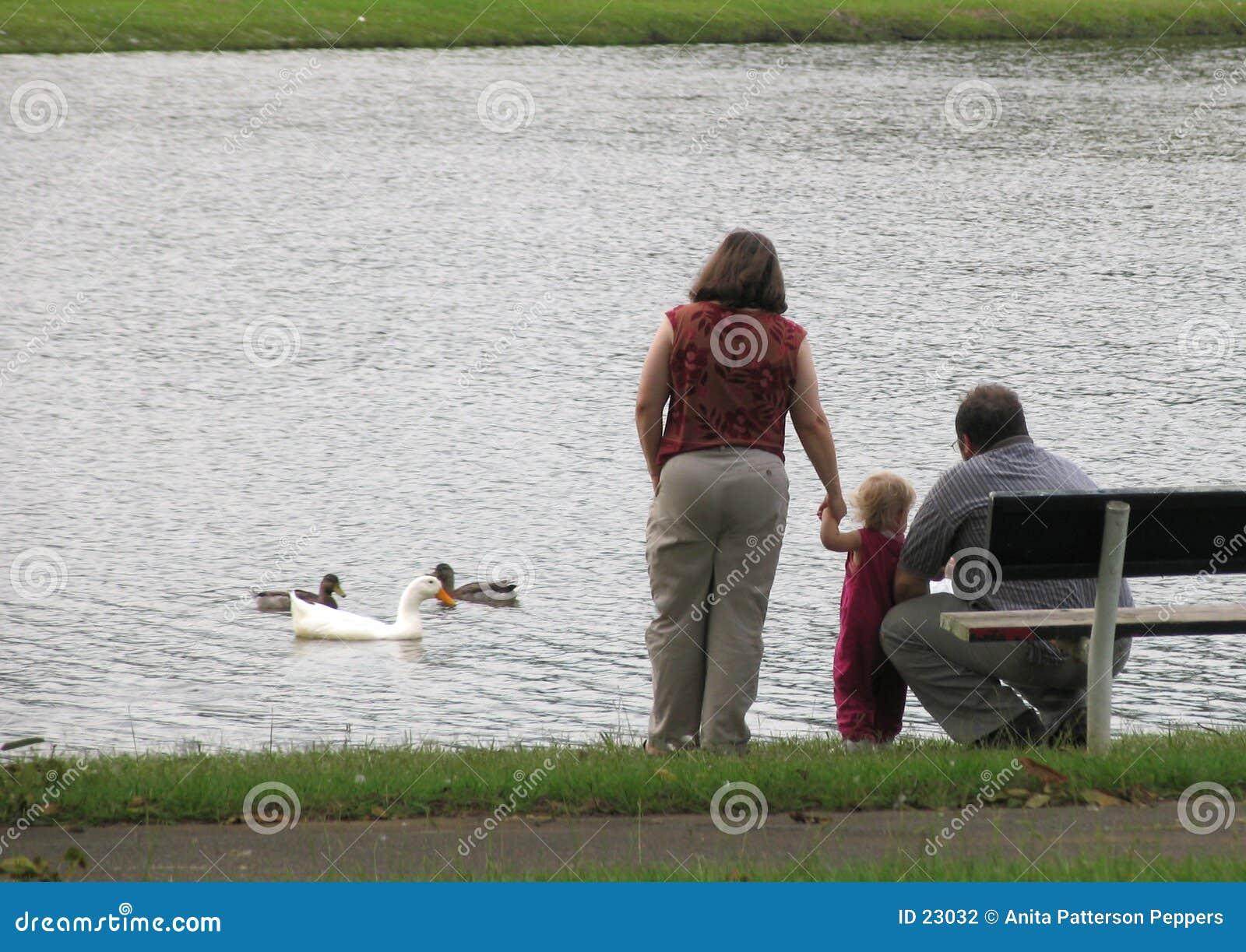 Famiglia nel lago