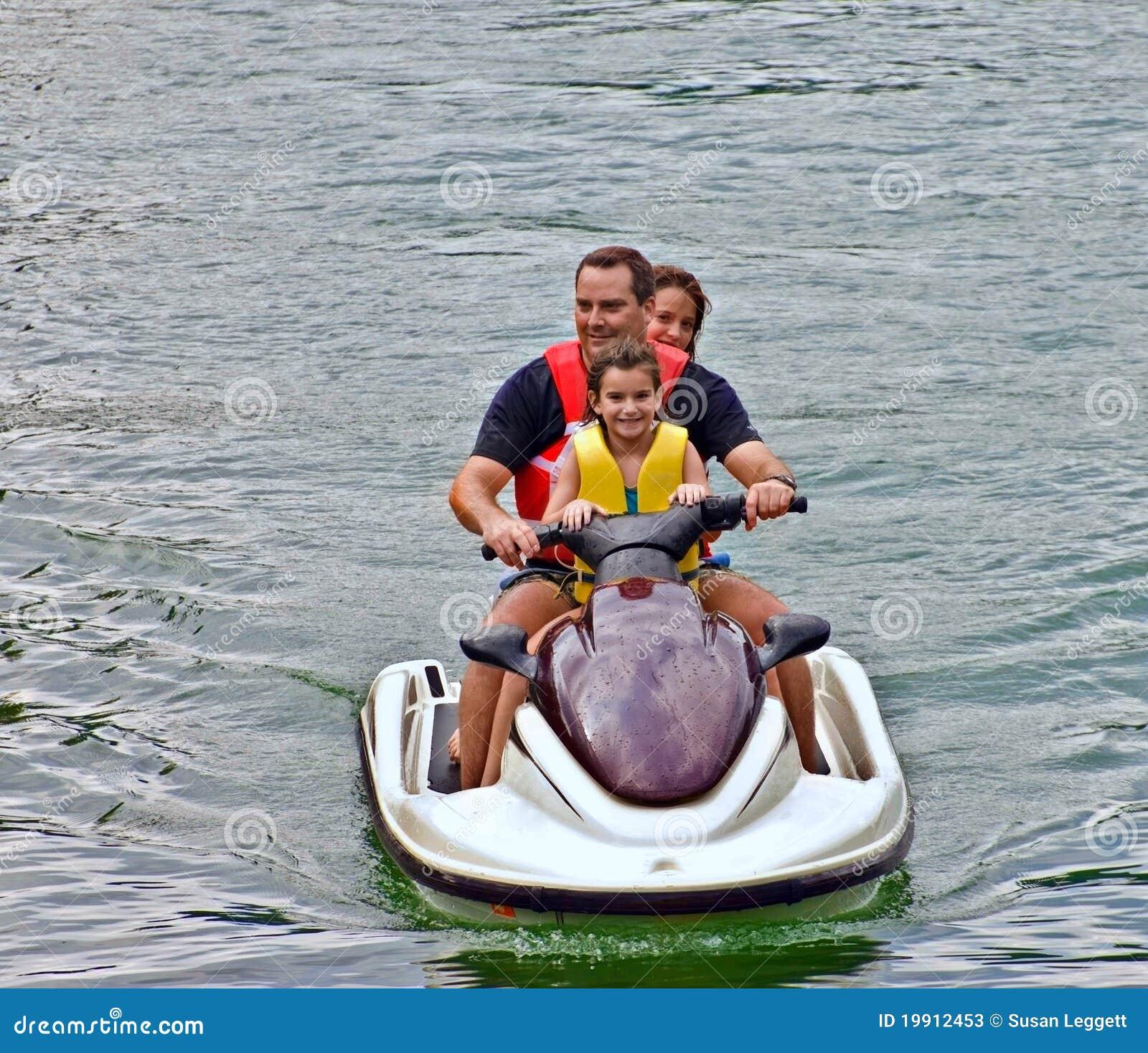Famiglia su un pattino del jet