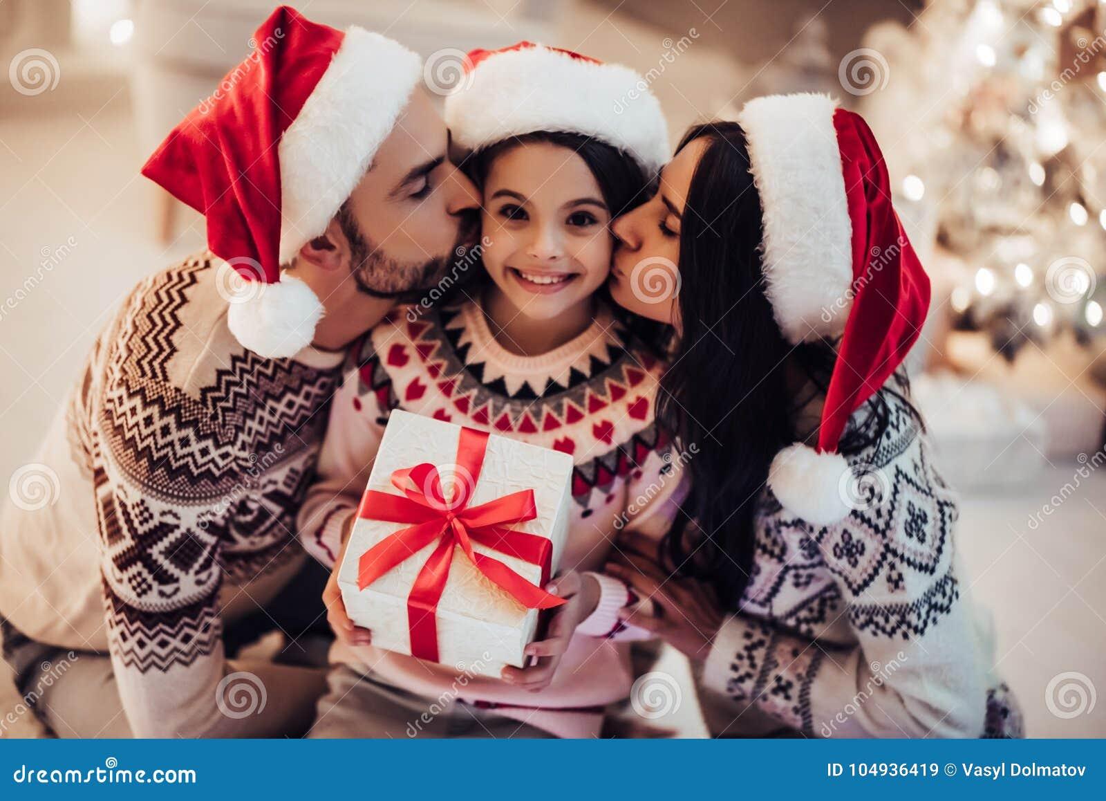 Famiglia sul ` s EVE del nuovo anno