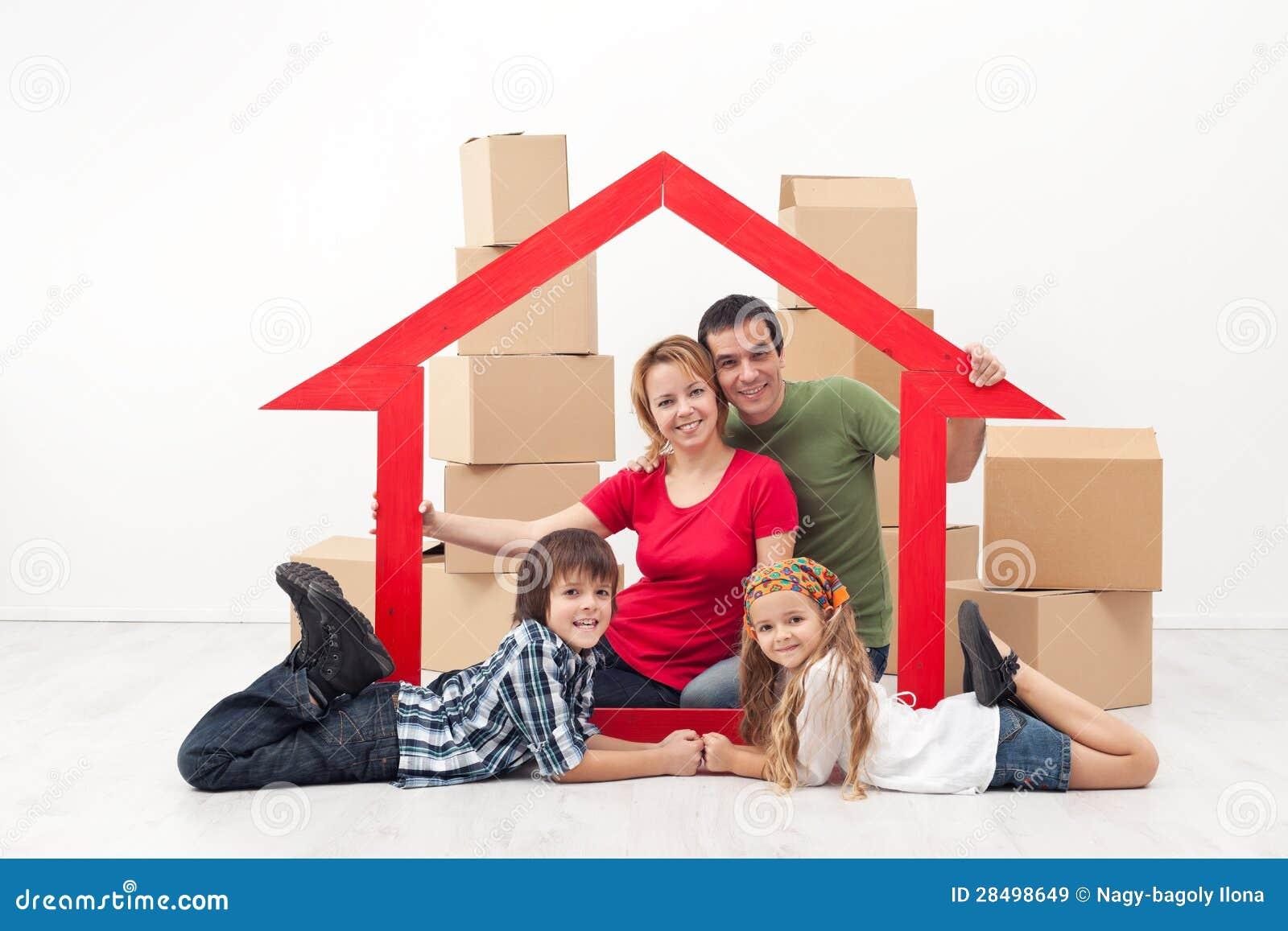 Famiglia in un nuovo concetto domestico