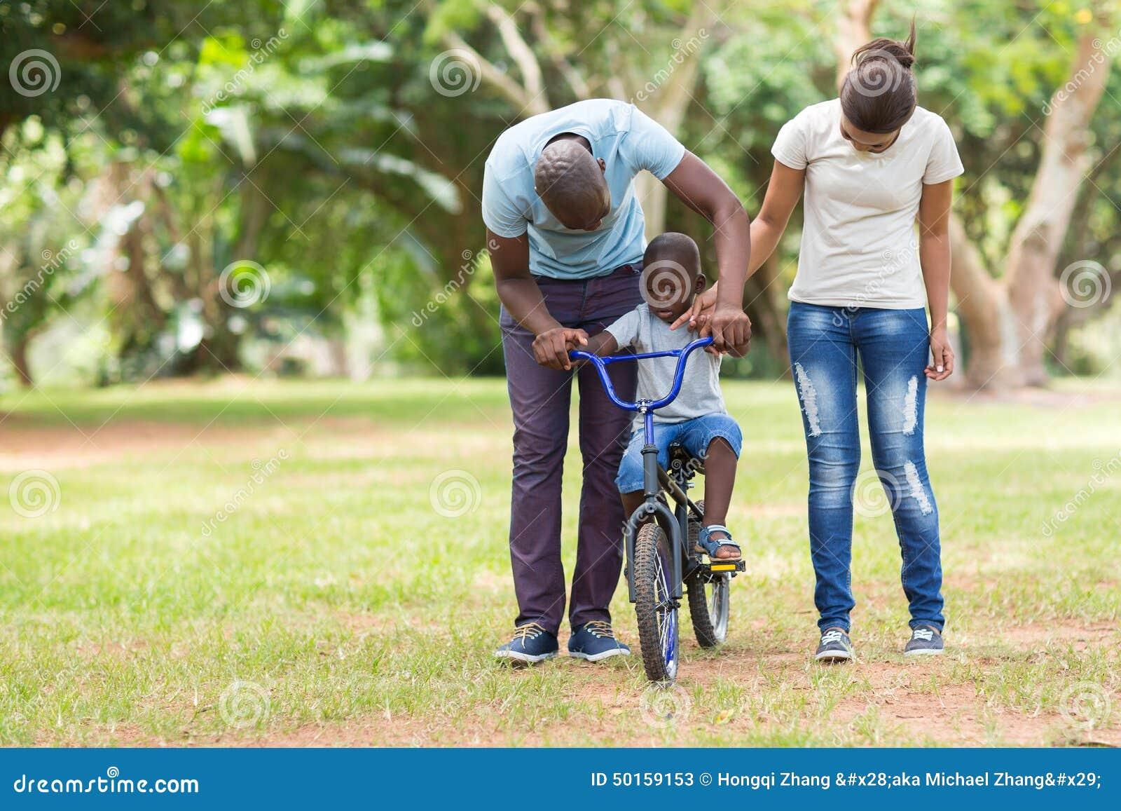 Familia africana al aire libre