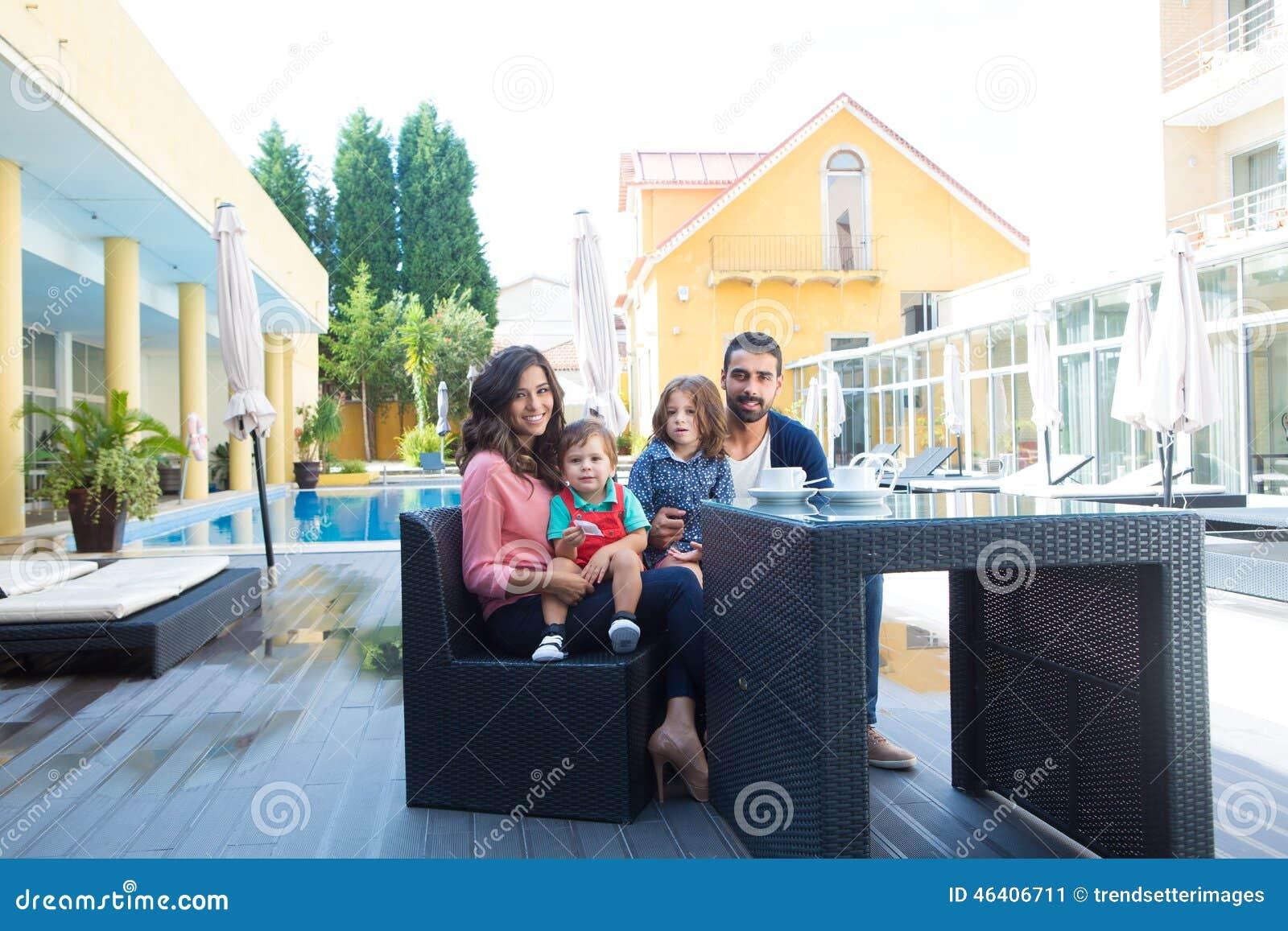 Remarkable, latina juega dentro fuera de la alberca nice