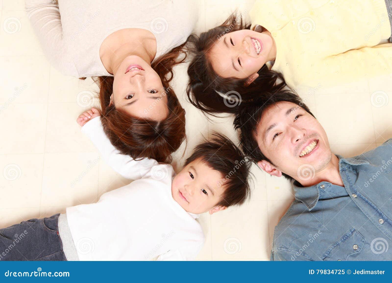 Familia de cuatro miembros japonesa
