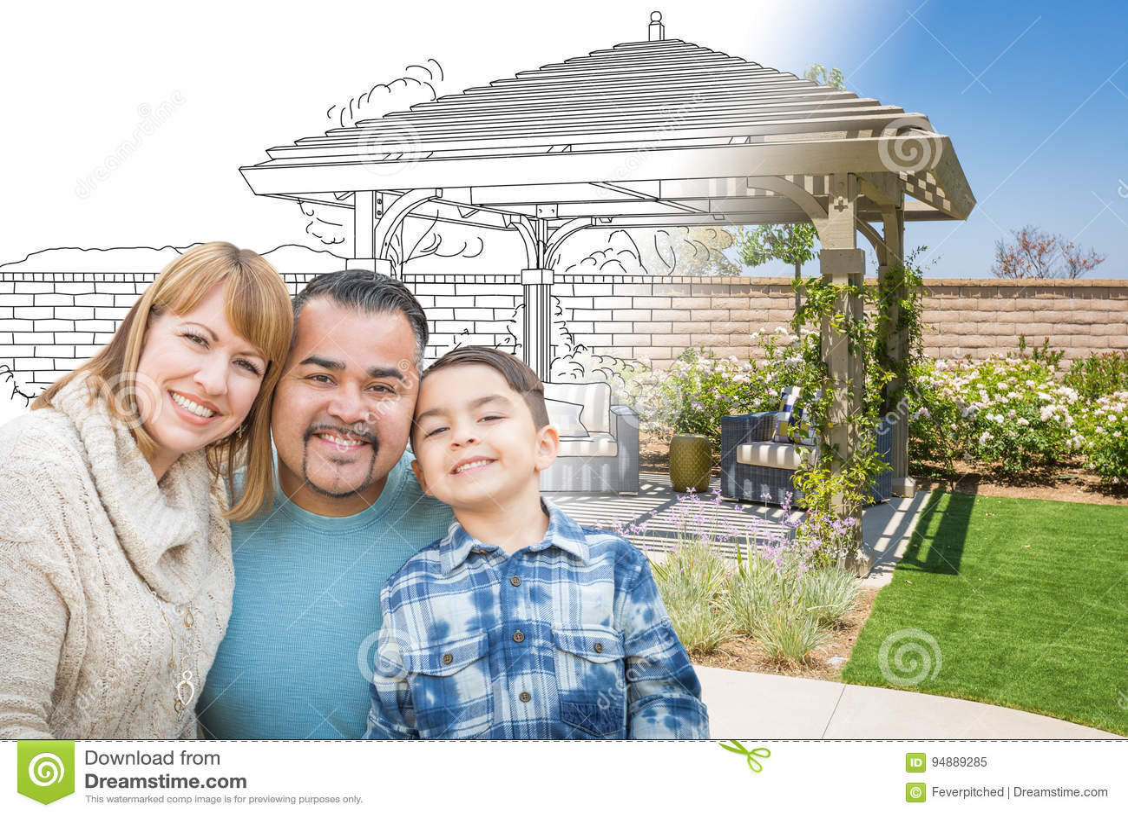 Familia de la raza mixta delante de dibujar Gradating dentro de la foto del Fi