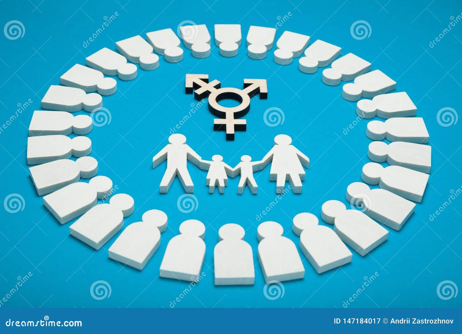 Familia del transexual, padres gay alternativos Niño adoptado con la pareja homosexual