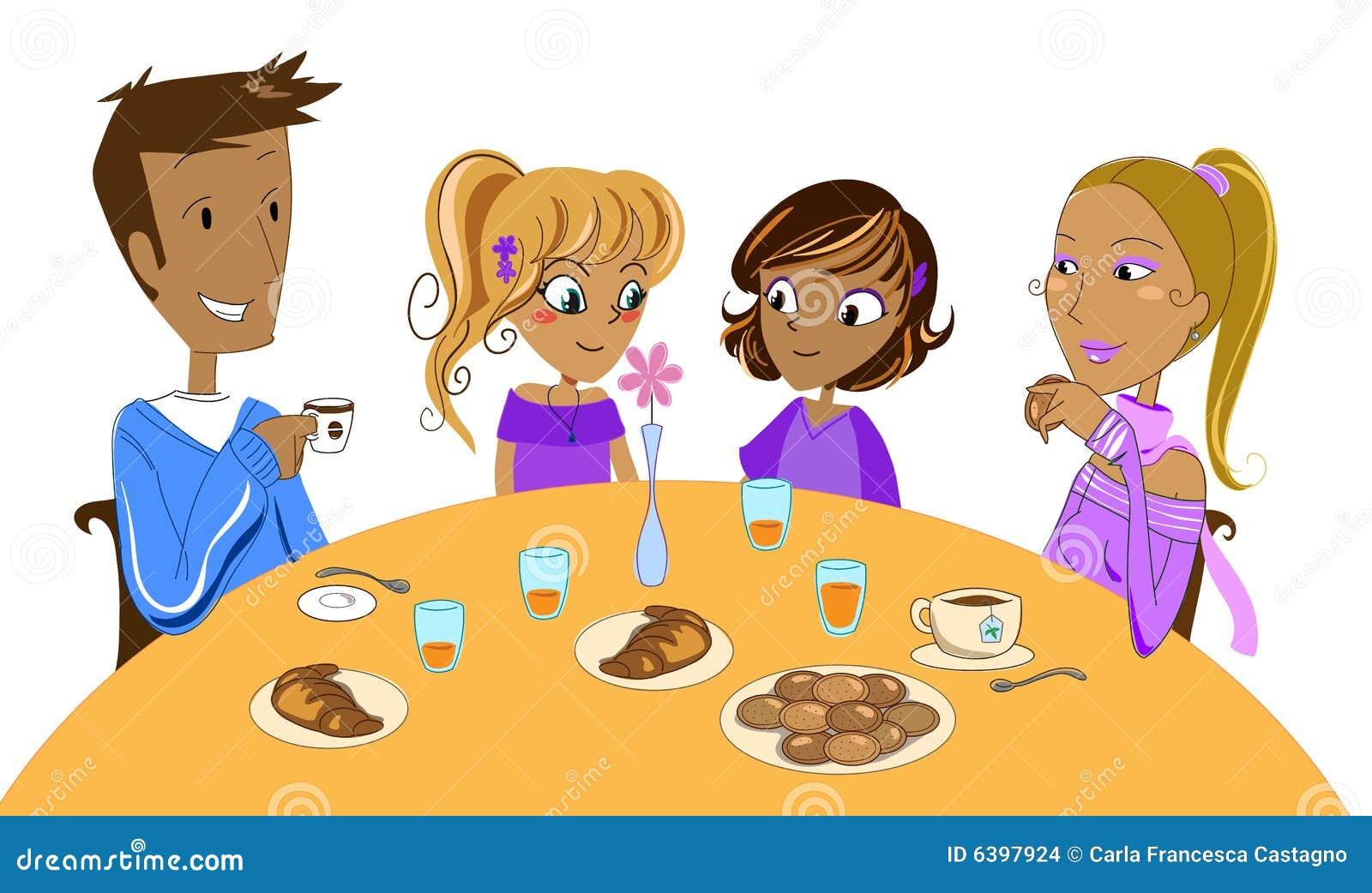 Familia en el desayuno