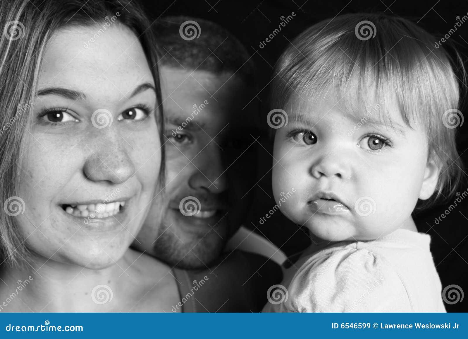 Familia feliz blanco y negro im genes de archivo libres - Familias en blanco y negro ...
