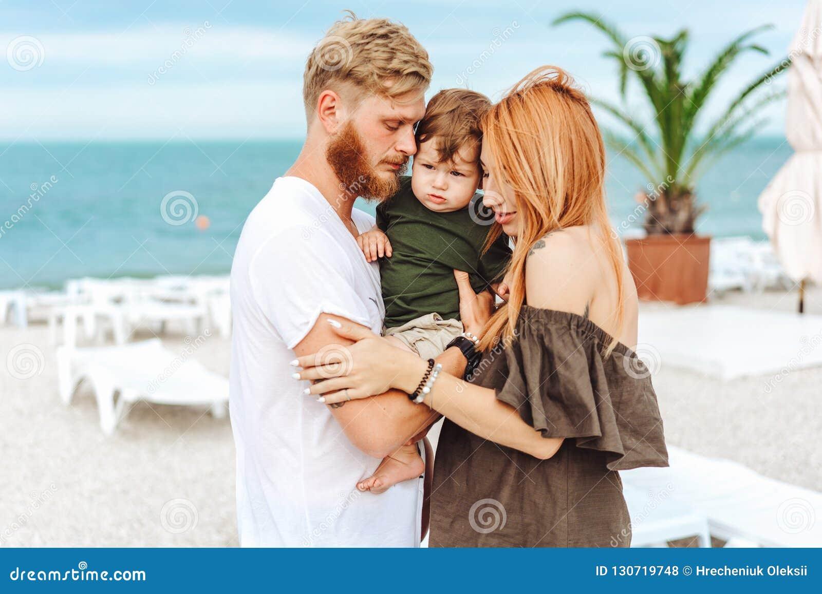 Familia feliz el vacaciones