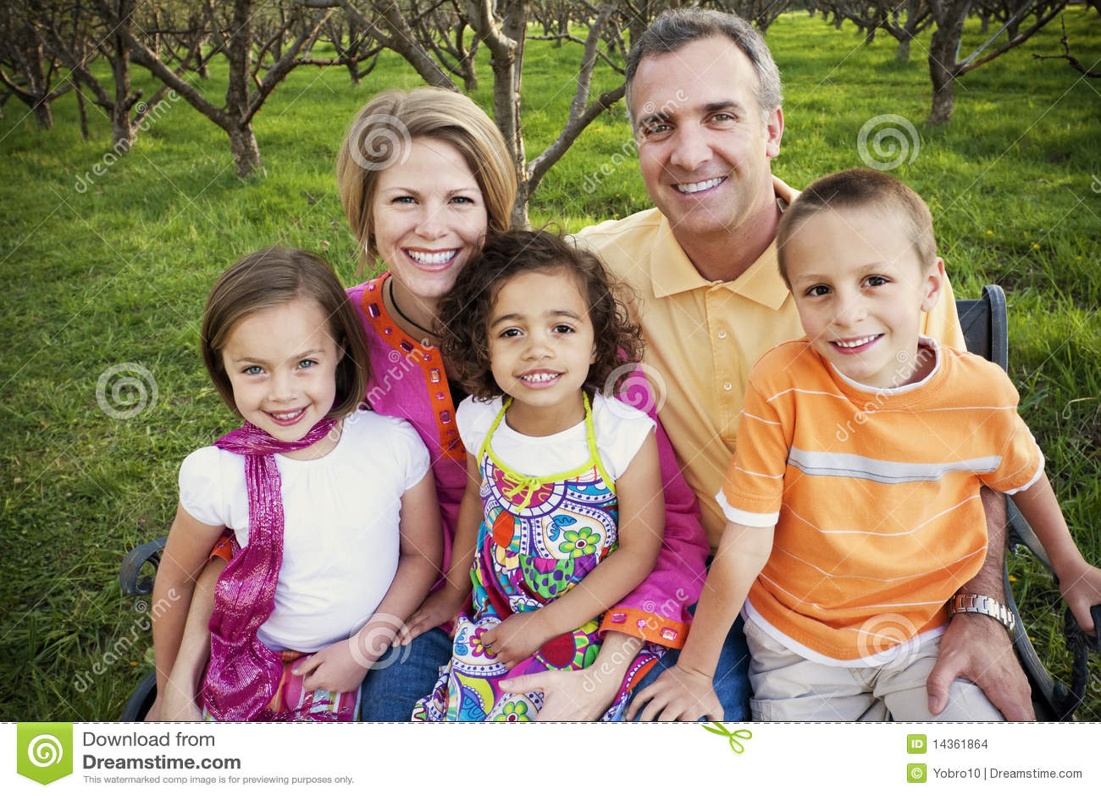 Familia Multirracial Hermosa Imagenes - 228.6KB