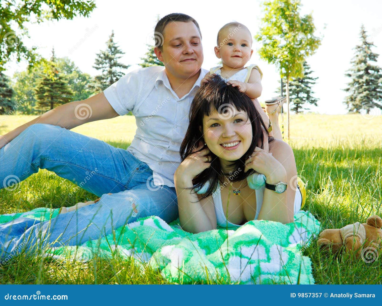 Familia que tiene resto en parque