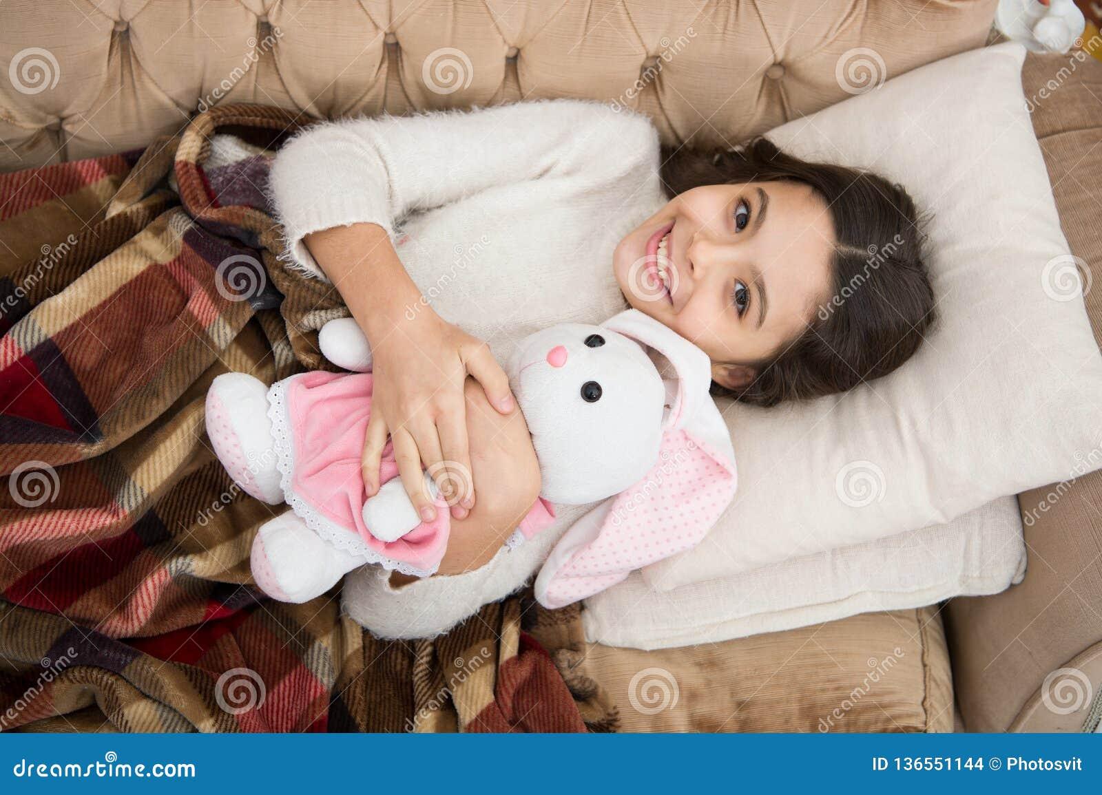 Familia y amor El día de los niños pequeño niño de la muchacha Sueños dulces Buenos días Cuidado de niños sueño feliz de la niña