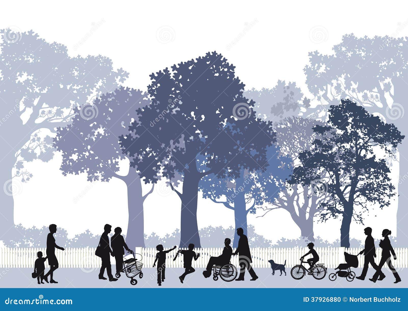 Familias en parque de la ciudad