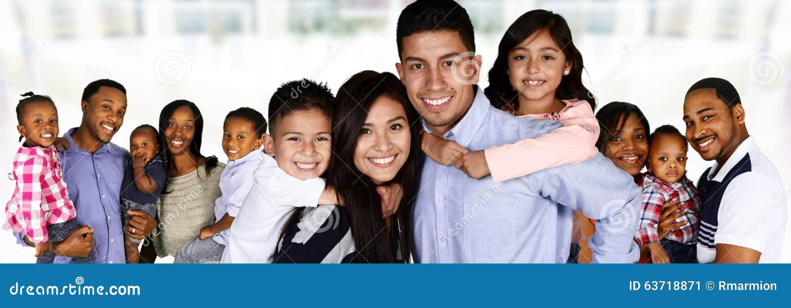 Familias jovenes felices