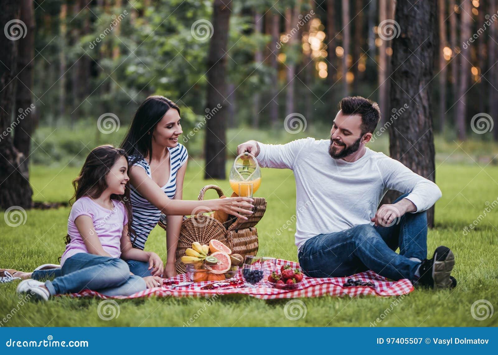 Familie auf Picknick