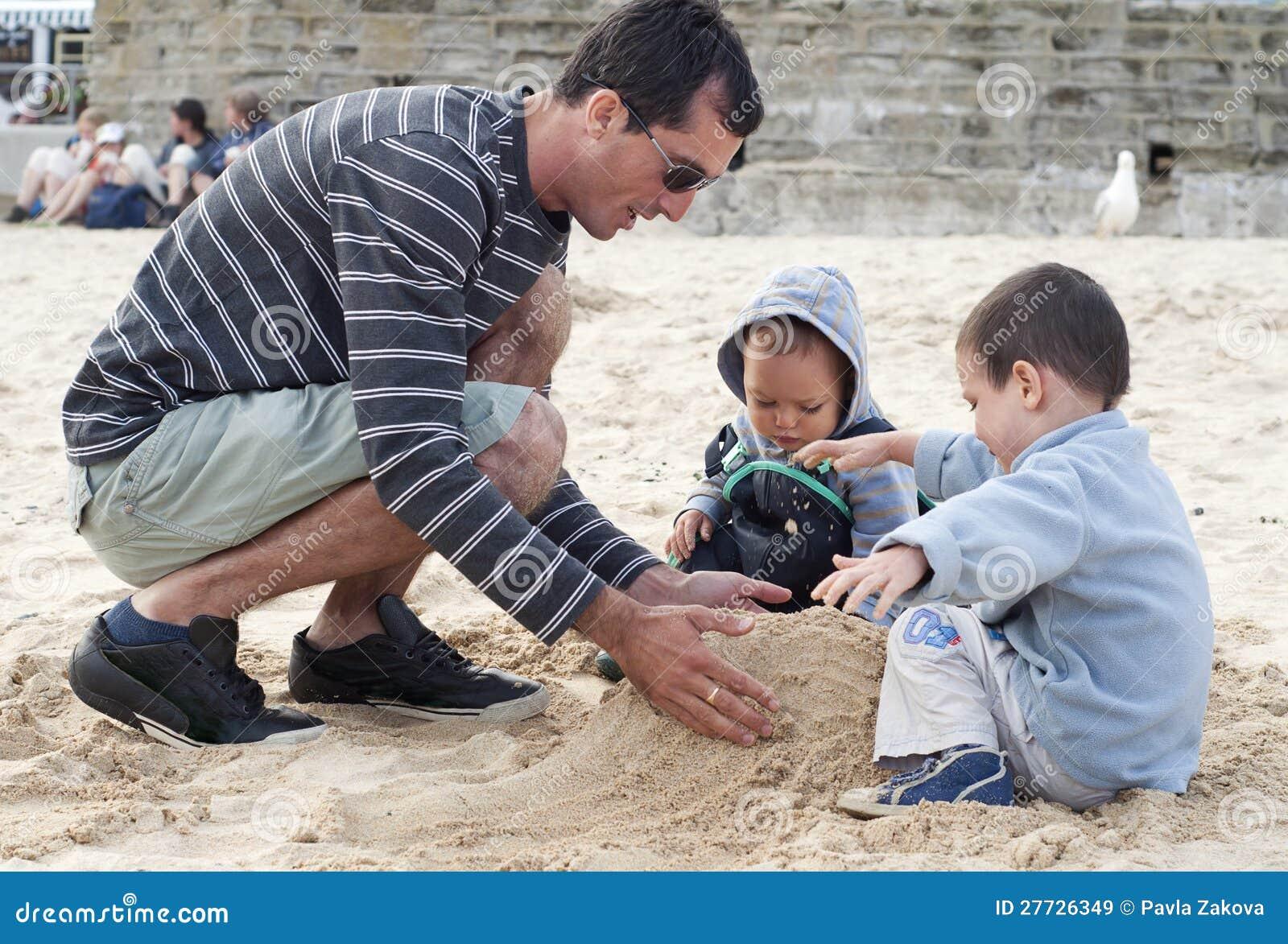 Familie auf Strand