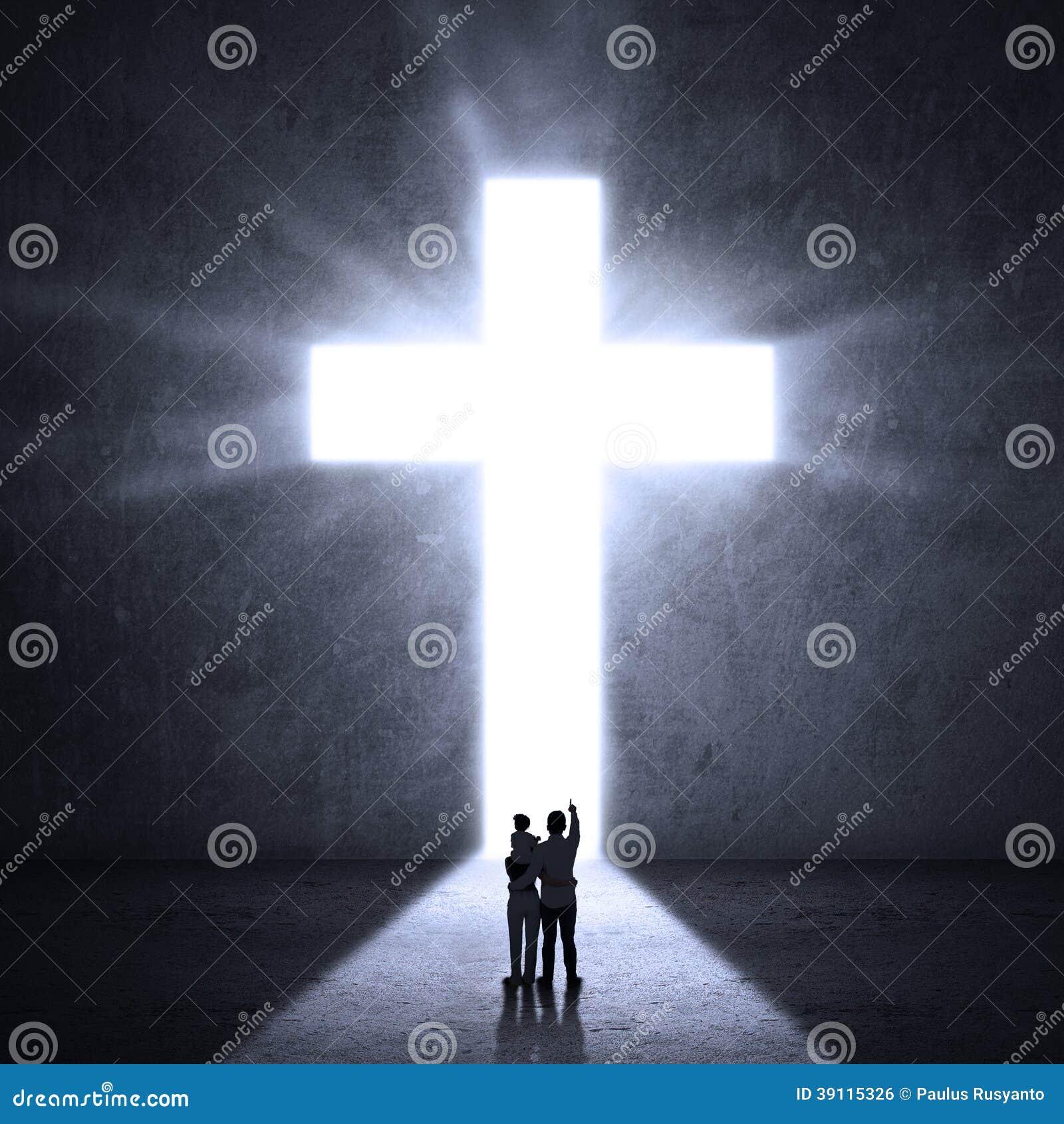 Familie die Kruis bekijken