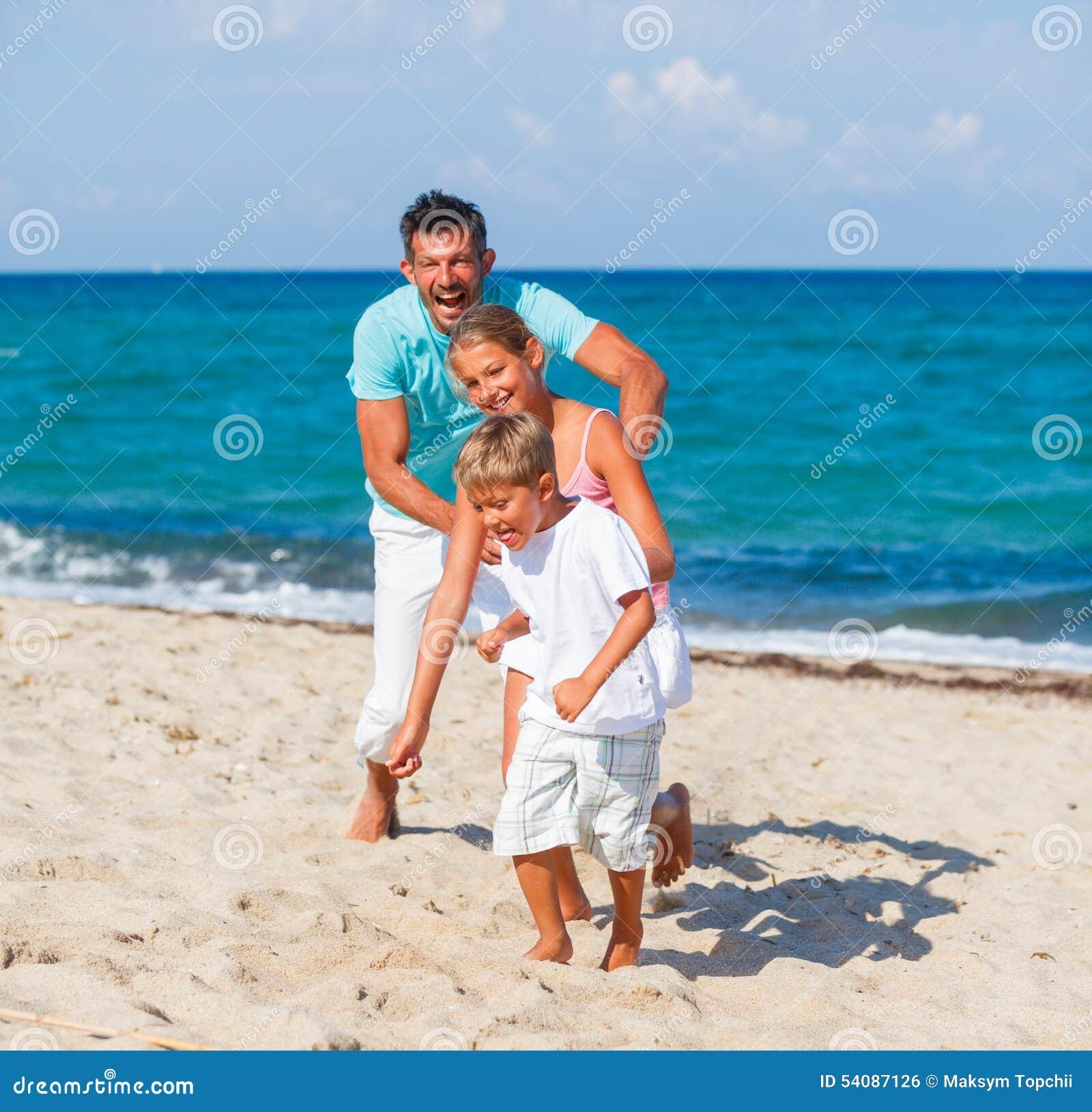 Familie die samen speelt