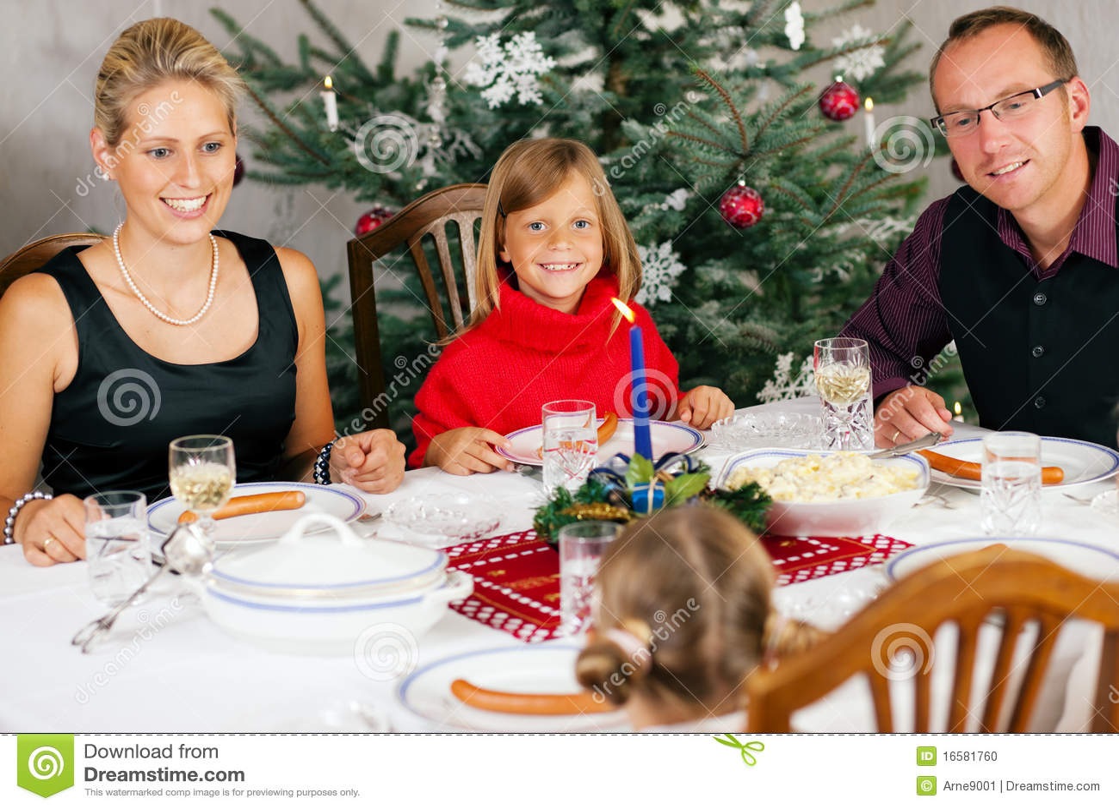 Familienfeier stockfoto. Bild von frau, fokus, mann, kind