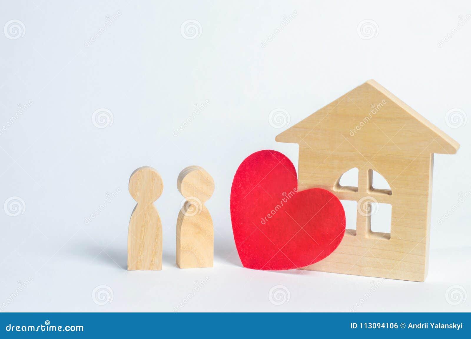 Familie en huisliefdeconcept Huis van minnaars Betaalbare huisvesting voor jonge families Aanpassing voor minnaars van paren