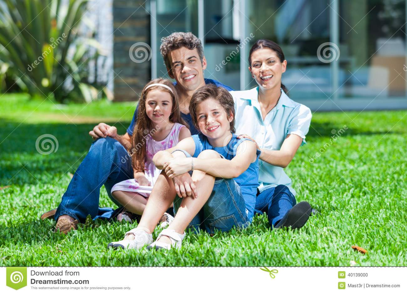 Familie in groot huis
