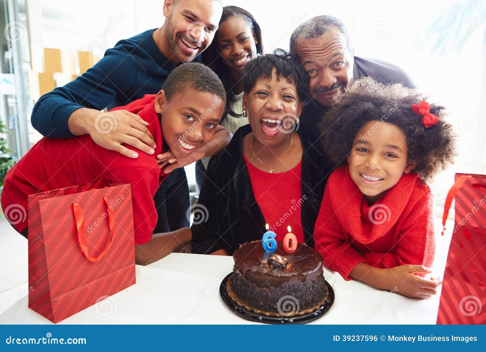 Familie het Vieren 60ste Verjaardag samen