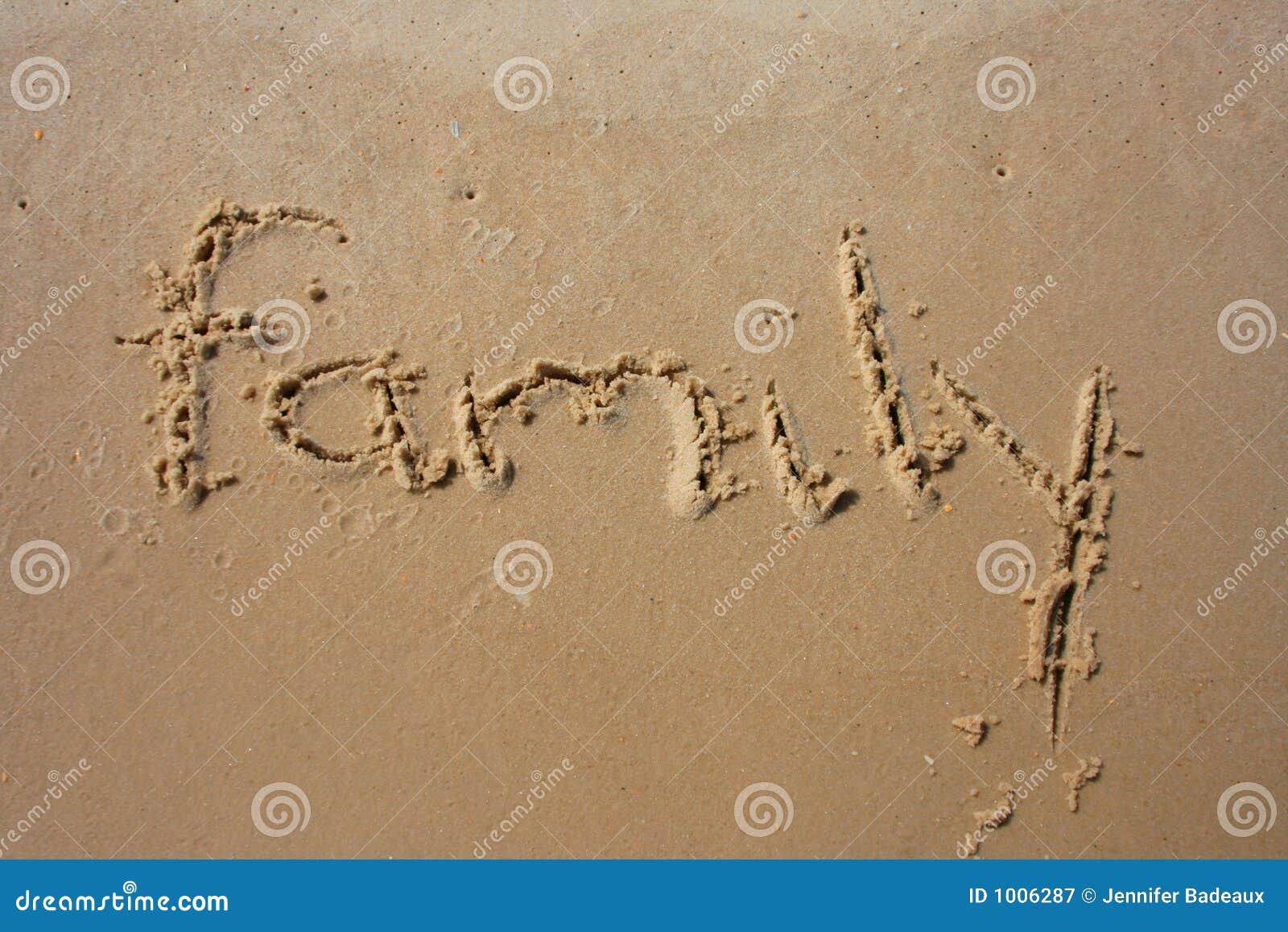 Familie in het zand