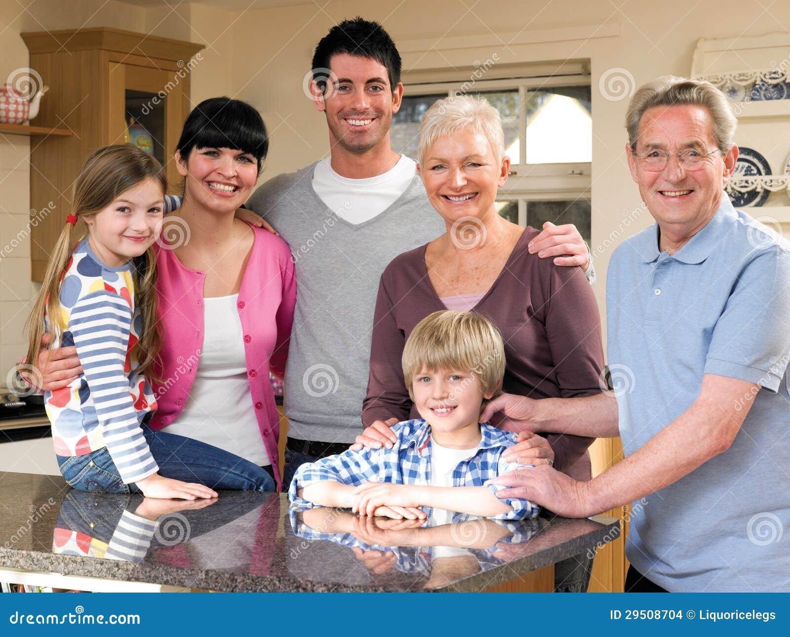 Familie in Keuken