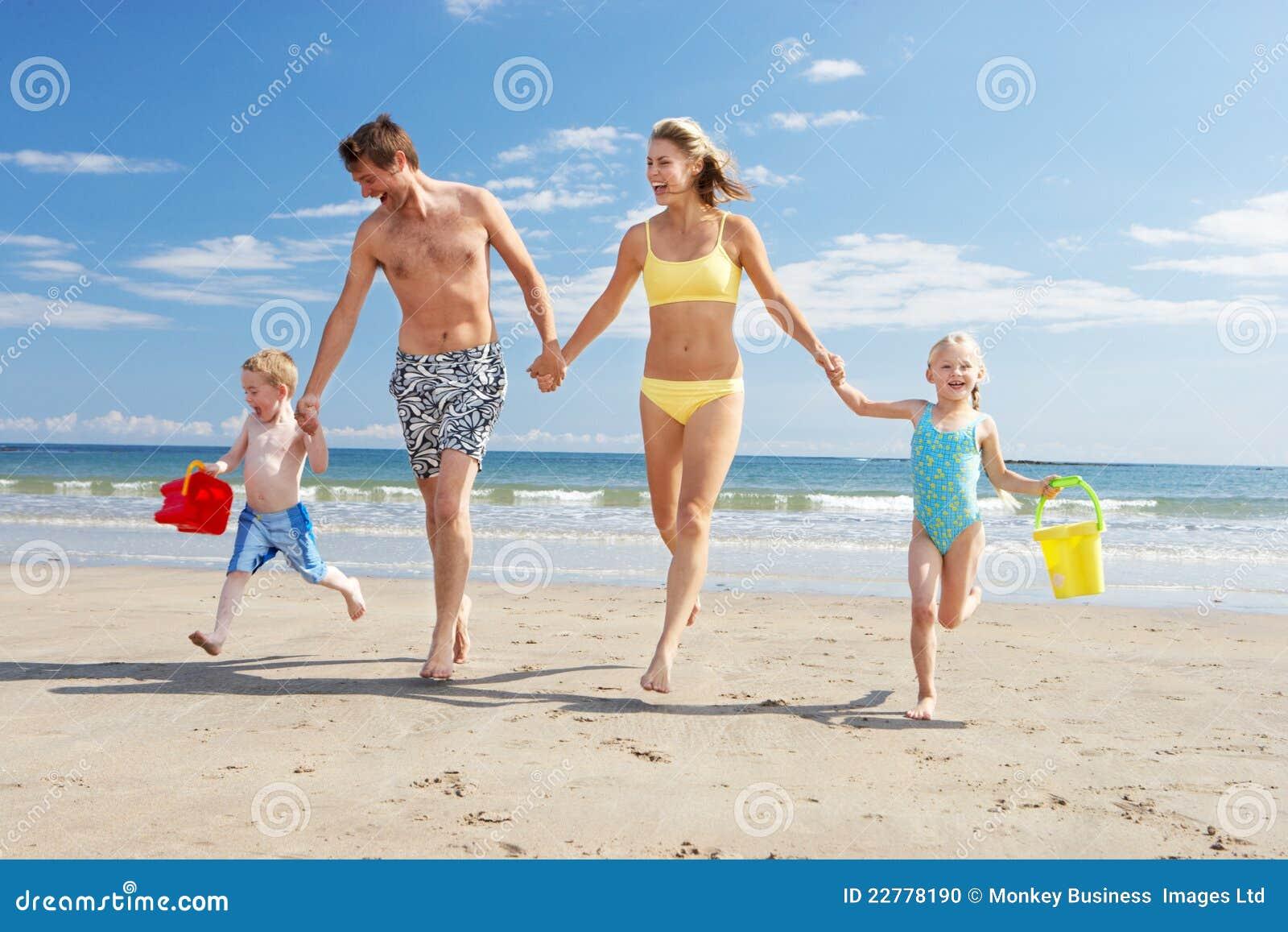 Familie op strandvakantie