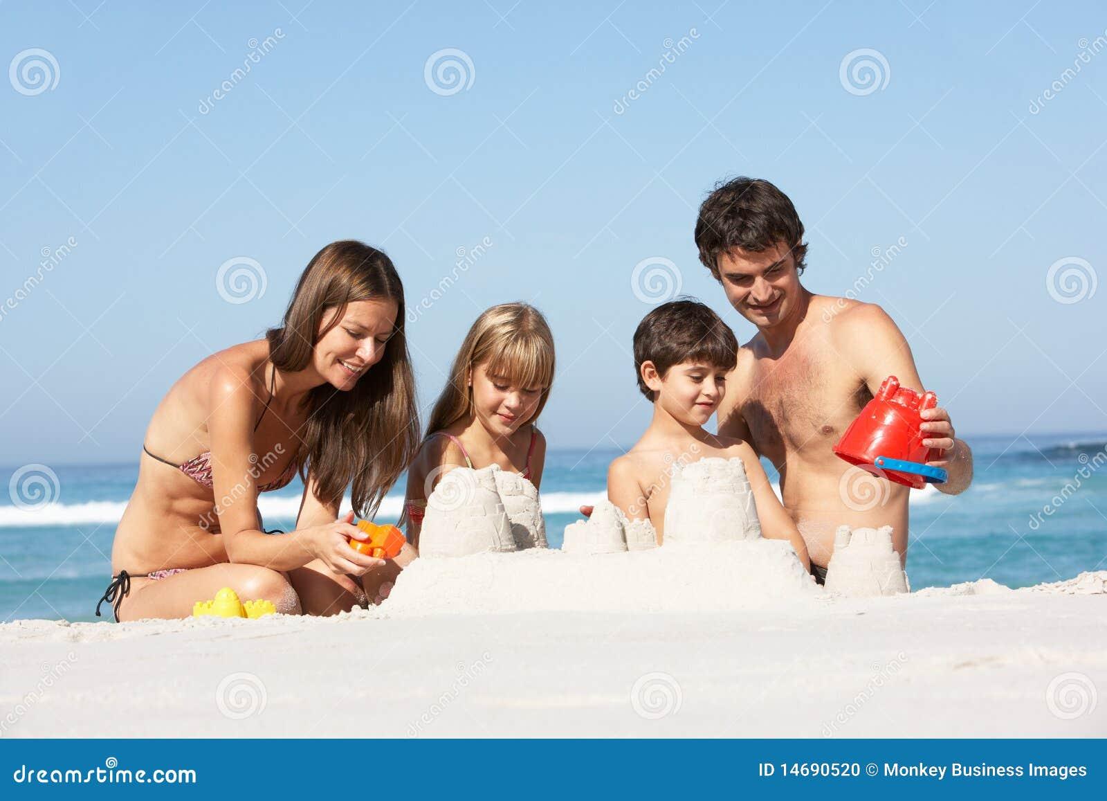 Familien-GebäudeSandcastles am Strand-Feiertag