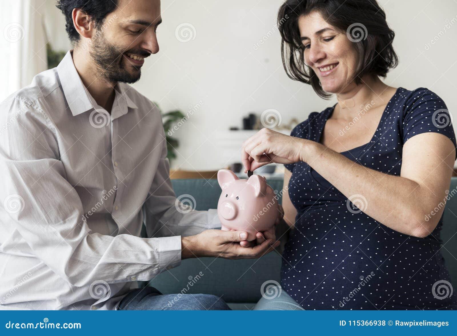 Familieneinsparungsgeld im Sparschwein
